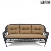 Трехместный плетеный диван с подушками